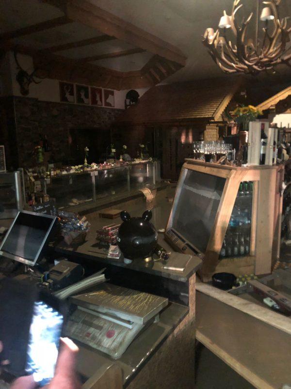 Wetter Wild Überschwemmung in Schnann - Verkaufsraum